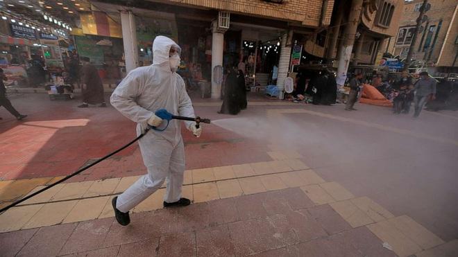 Covid-19 tại Mỹ: Số ca nhiễm cao gấp đôi Trung Quốc, hơn 3000 người tử vong, y bác sĩ hỗn loạn khẩn thiết kêu gọi người dân ở yên tại chỗ - ảnh 1
