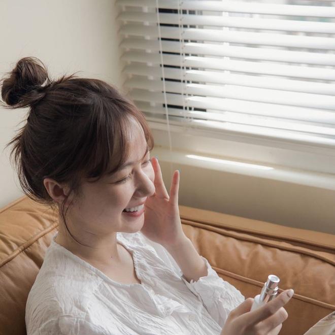Ở nhà có cần bôi kem chống nắng? Lời cảnh báo từ chuyên gia