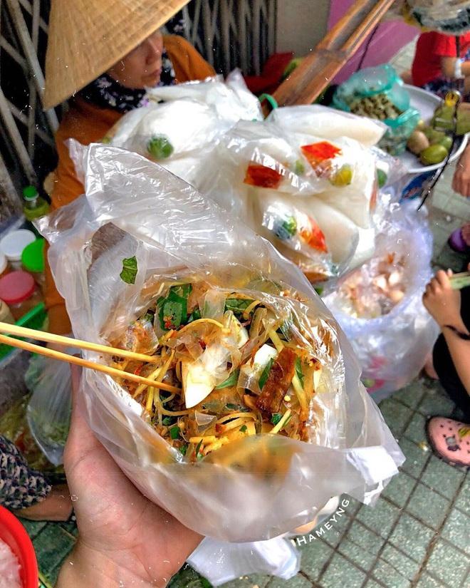 Bánh tráng trộn ngon Việt Nam