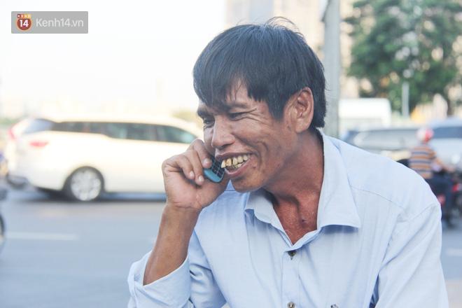 Đằng sau câu chuyện người đàn ông nghèo bật khóc khi bị CSGT tịch thu xích lô: Mấy chú góp tiền để tui mua chiếc xe máy, tui biết ơn dữ lắm! - Ảnh 3.
