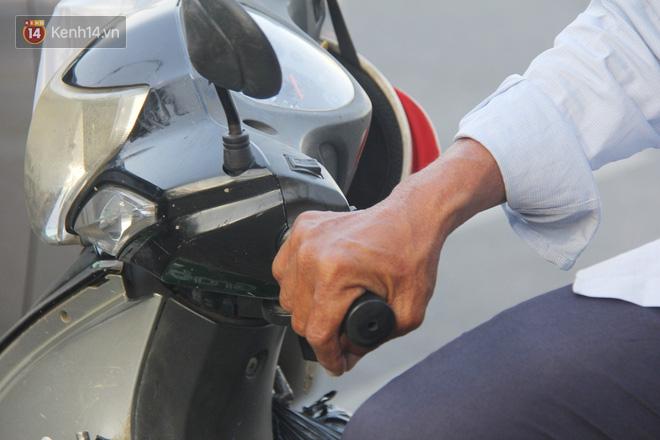 Đằng sau câu chuyện người đàn ông nghèo bật khóc khi bị CSGT tịch thu xích lô: Mấy chú góp tiền để tui mua chiếc xe máy, tui biết ơn dữ lắm! - Ảnh 5.