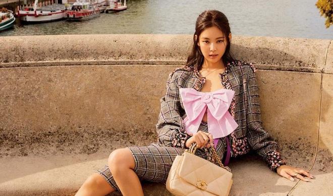 Trông cool thế nhưng Jennie lại là một bánh bèo chính hiệu: Có nguyên một rổ áo nơ, váy nơ nhưng cứ diện là sang mà chẳng sến - ảnh 8