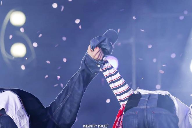 """Jimin - Jungkook (BTS) dắt tay nhau lên top trend thế giới nhờ cảnh """"giường chiếu"""" trên show thực tế: Thuyền Jikook ra khơi! - ảnh 11"""