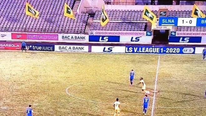 Covid-19 rất đáng ghét nhưng nhờ dịch bệnh, bóng đá Việt Nam có thời gian xoá bỏ cạm bẫy trên sân cỏ - ảnh 1