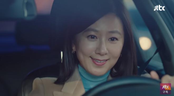 Chị đại Kim Hee Ae lái xe rước chồng đến thẳng nhà bồ nhí trong Thế Giới Hôn Nhân tập 5, trần đời ai ngầu như chế! - ảnh 1