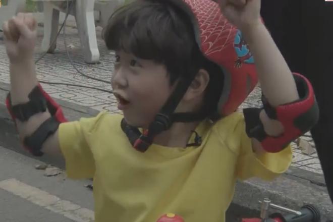 Ngô Kiến Huy cười lăn khi bé Đậu vừa nhăn nhó vừa catwalk trên nền nhạc Truyền thái y - ảnh 7