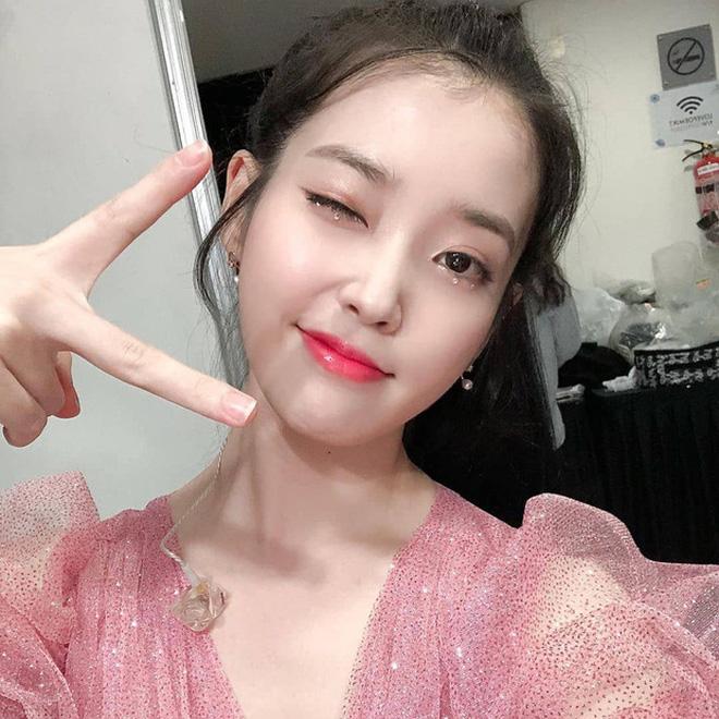 Tự nhận mặt U-line vẫn thử kiểu makeup của hội ulzzang mặt V-line, cô bạn Việt Nam xinh lên bất ngờ, còn được khen có nét giống idol - ảnh 4