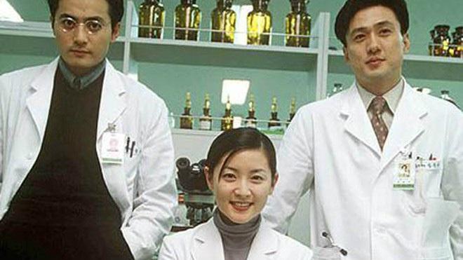 """Ai đang đau đầu chọn ngành mời xem loạt phim Hàn """"hướng nghiệp"""" cực xịn: Từ y đến luật nghề nào cũng đỉnh! - Ảnh 1."""