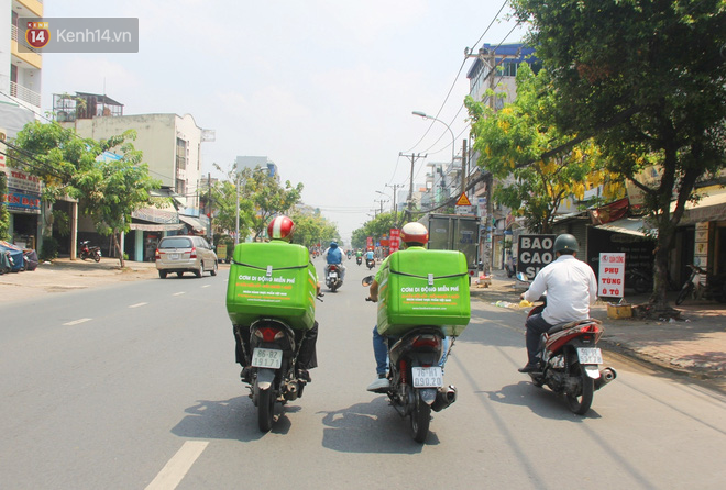 """500 phần cơm di động miễn phí """"lang thang"""" khắp Sài Gòn để trao tận tay cho người nghèo giữa mùa dịch Covid-19 - Ảnh 5."""
