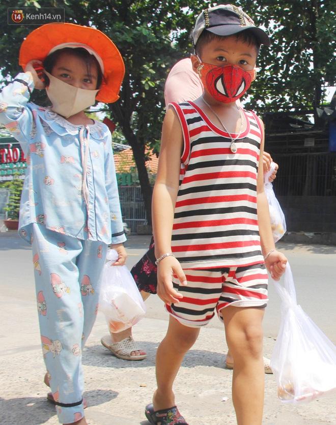 """500 phần cơm di động miễn phí """"lang thang"""" khắp Sài Gòn để trao tận tay cho người nghèo giữa mùa dịch Covid-19 - Ảnh 7."""