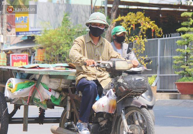 """500 phần cơm di động miễn phí """"lang thang"""" khắp Sài Gòn để trao tận tay cho người nghèo giữa mùa dịch Covid-19 - Ảnh 9."""