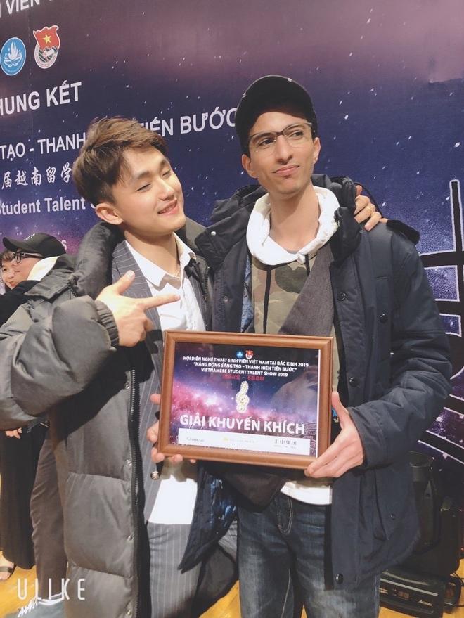 Nam sinh Việt nhận học bổng của Học viện Hý kịch Trung Ương, lò đào tạo ra những ngôi sao số 1 Châu Á - Ảnh 1.
