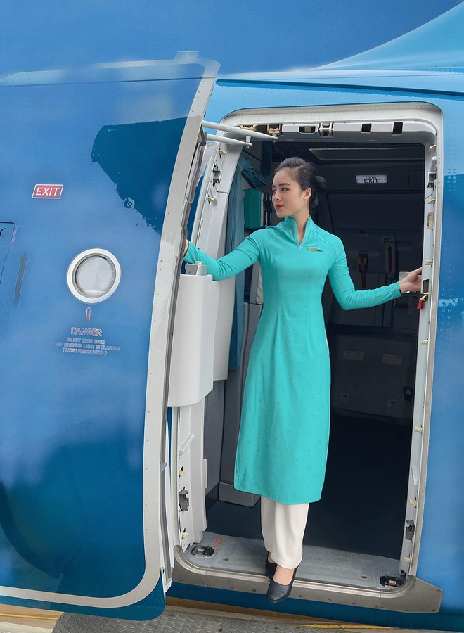 Nữ tiếp viên hàng không đưa 172 du học sinh mắc kẹt về nước: 12h đêm hạ cánh, vỡ oà khi hành khách thốt lên Đã được về nhà rồi - ảnh 7