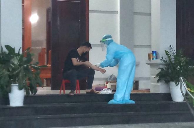 Nghệ An: Rà soát hơn 50 người tiếp xúc với người phụ nữ có dấu hiệu ho sau khi trở về từ Bệnh viện Bạch Mai - ảnh 1