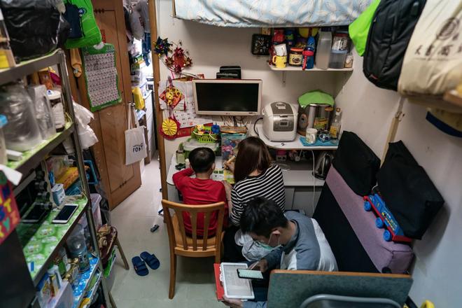 Bạn có thể tránh dịch, nhưng sao thoát được cơn đói?: Chuyện tồn tại của người nghèo châu Á giữa những thành phố bị phong tỏa vì Covid-19 - ảnh 2