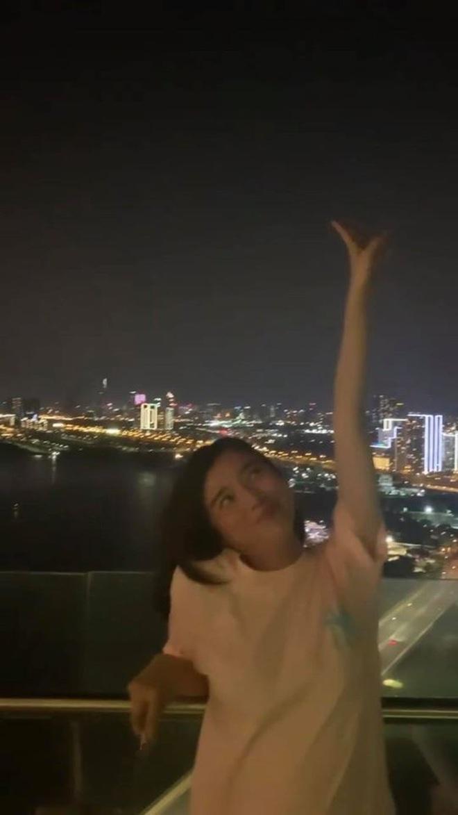 Cao Thái Hà công khai hút thuốc phì phèo trên Instagram, gây tranh cãi nảy lửa khắp MXH tối nay - Ảnh 2.