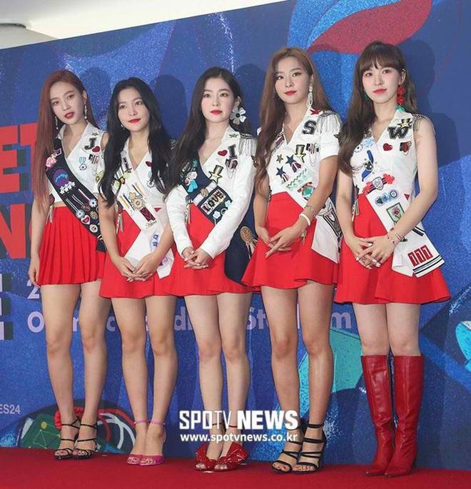 """Suốt ngày đổi mốt nhưng riêng """"truyền thống"""" mặc váy ngắn quá trời ngắn của sao Hàn là không bao giờ thay đổi - Ảnh 3."""