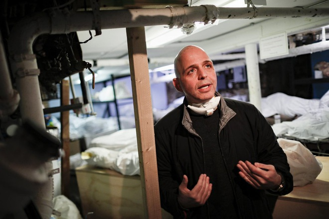 Nhà tang lễ ở New York cầu cứu khi số người tử vong vì nhiễm Covid-19 tăng lên quá nhanh, đau lòng từ chối gia đình các nạn nhân - ảnh 3