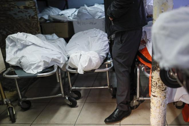 Nhà tang lễ ở New York cầu cứu khi số người tử vong vì nhiễm Covid-19 tăng lên quá nhanh, đau lòng từ chối gia đình các nạn nhân - ảnh 2