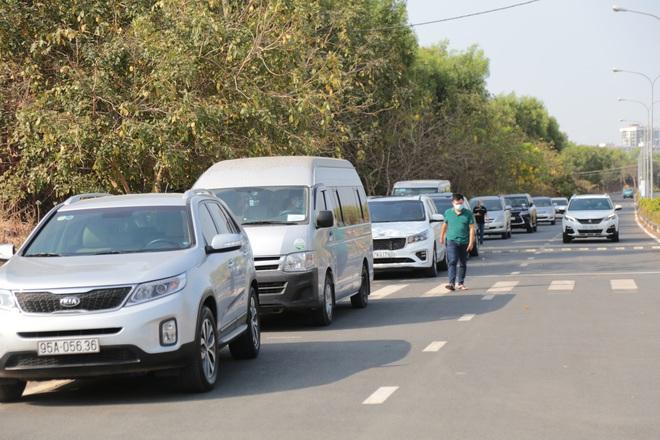 """TP.HCM: 200 ô tô dịch vụ được phép lưu thông để hỗ trợ miễn phí người dân trong những ngày """"cách ly toàn xã hội"""" - ảnh 1"""