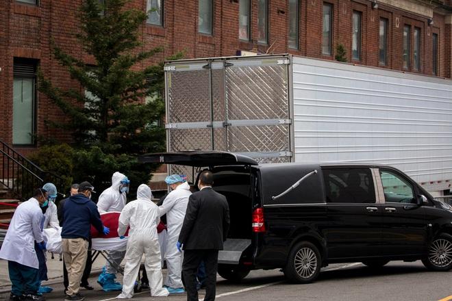 Nhà tang lễ ở New York cầu cứu khi số người tử vong vì nhiễm Covid-19 tăng lên quá nhanh, đau lòng từ chối gia đình các nạn nhân - ảnh 4