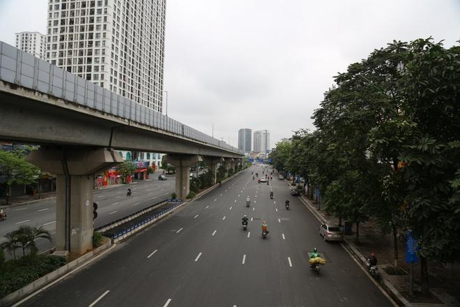 Ảnh: Cảnh tượng khác lạ tại những điểm đen ùn tắc giao thông của Hà Nội giữa mùa dịch Covid-19 - ảnh 5