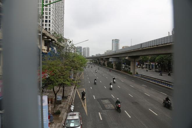 Ảnh: Cảnh tượng khác lạ tại những điểm đen ùn tắc giao thông của Hà Nội giữa mùa dịch Covid-19 - ảnh 3