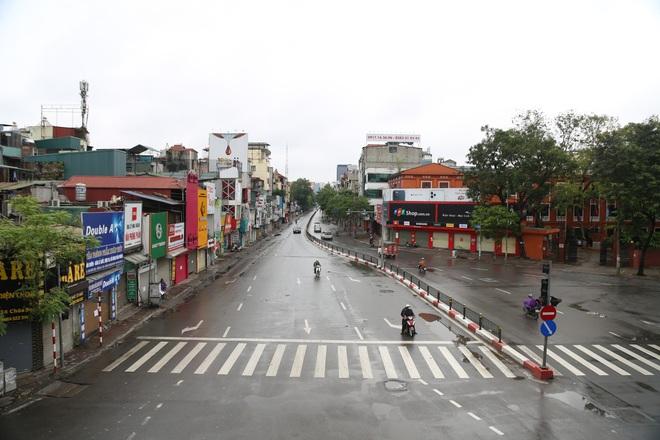 Ảnh: Cảnh tượng khác lạ tại những điểm đen ùn tắc giao thông của Hà Nội giữa mùa dịch Covid-19 - ảnh 9
