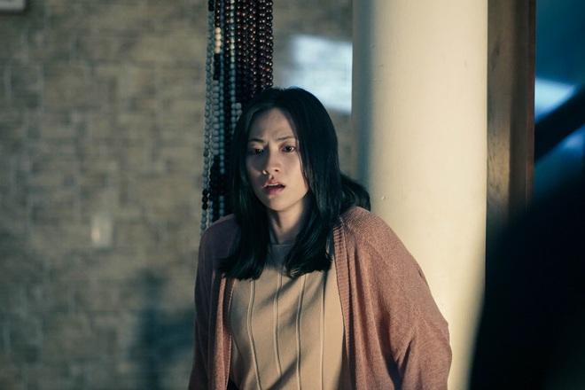 Chán làm thầy bùa Thiên Linh Cái, Quang Tuấn hóa sát thủ rượt đuổi Phương Anh Đào ná thở ở Bằng Chứng Vô Hình - ảnh 4