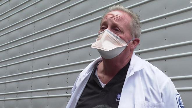 Bên trong phòng cấp cứu tại New York giữa đại dịch Covid-19: Mọi thứ chẳng khác gì thời chiến - ảnh 8