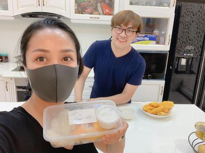 Học gấp hội bạn thân Vbiz chăm nhau mùa dịch: Tóc Tiên gửi món ngon đến từng nhà, Ngô Kiến Huy phải lên lịch nhận quà - ảnh 5