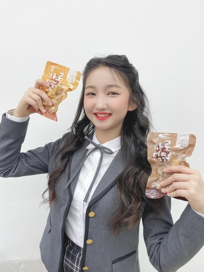 Nữ Idol 14 tuổi có ngoại hình như em bé: So sánh với center của IZ*ONE quả là một trời một vực! - ảnh 5