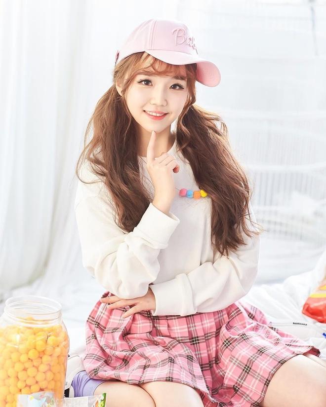 Nữ Idol 14 tuổi có ngoại hình như em bé: So sánh với center của IZ*ONE quả là một trời một vực! - ảnh 4