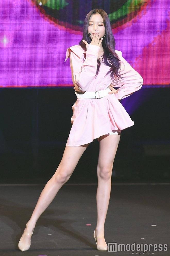 Nữ Idol 14 tuổi có ngoại hình như em bé: So sánh với center của IZ*ONE quả là một trời một vực! - ảnh 12