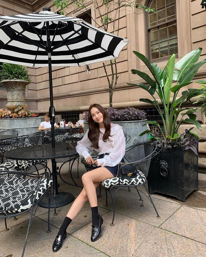 Jessica là fan cứng của áo blouse trắng và chỉ cần xem qua, chị em sẽ chấm được những kiểu đáng diện nhất - ảnh 11