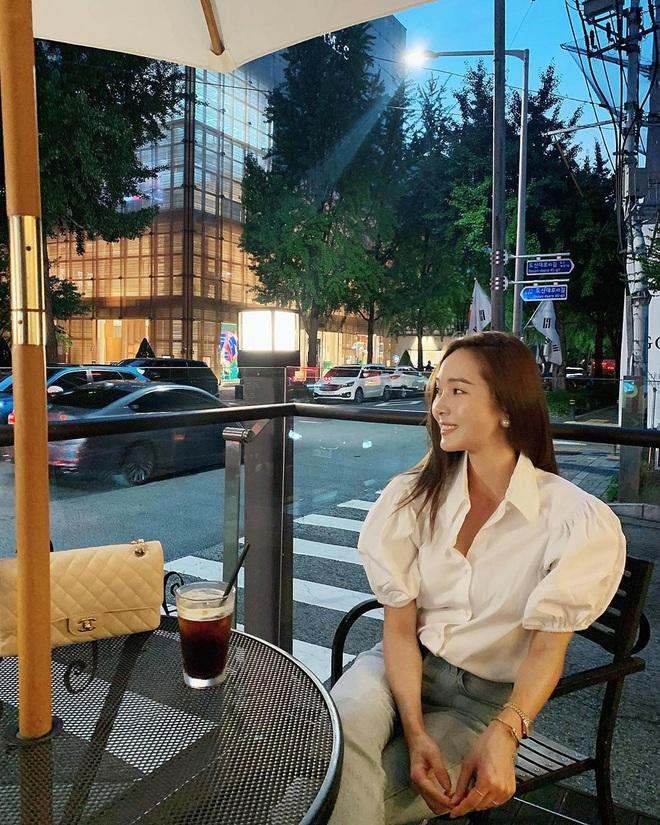 Jessica là fan cứng của áo blouse trắng và chỉ cần xem qua, chị em sẽ chấm được những kiểu đáng diện nhất - ảnh 6