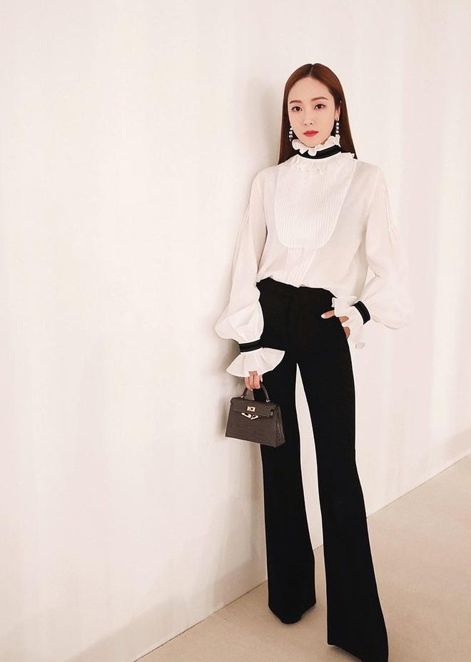 Jessica là fan cứng của áo blouse trắng và chỉ cần xem qua, chị em sẽ chấm được những kiểu đáng diện nhất - ảnh 8