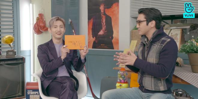Changmin (DBSK) há hốc khi Siwon (Super Junior) bất ngờ xuất hiện để... xin chữ ký, tiết lộ sự động viên âm thầm của anh cả Yunho khi debut solo - ảnh 10