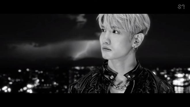Changmin (DBSK) há hốc khi Siwon (Super Junior) bất ngờ xuất hiện để... xin chữ ký, tiết lộ sự động viên âm thầm của anh cả Yunho khi debut solo - ảnh 1