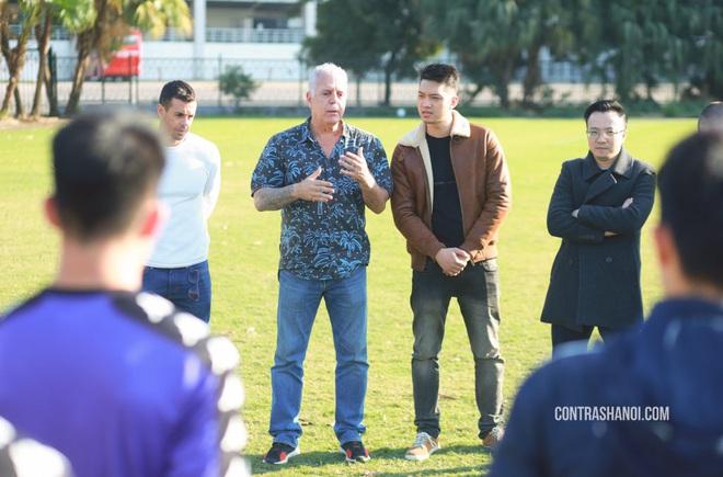 Lãnh đạo Hà Nội FC nói gì sau khi chuyên gia nước ngoài chê cầu thủ Việt Nam lười biếng, HLV thì thiếu hợp tác? - ảnh 1