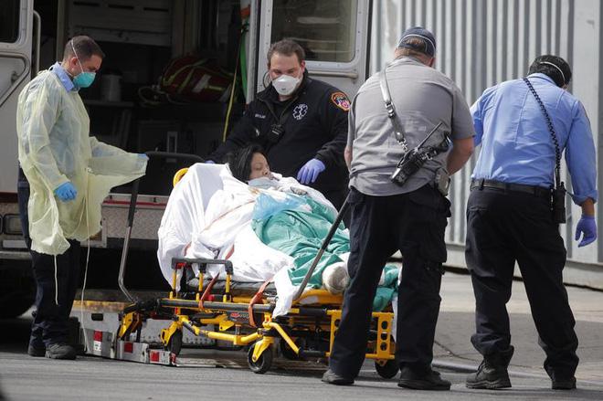 Bên trong New York - tâm dịch Covid-19 lớn nhất nước Mỹ: Thành phố vắng lặng nhưng y bác sĩ và quân đội vẫn tất bật chiến đấu chống dịch bệnh - ảnh 7