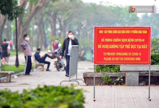 Người dân Hà Nội vẫn thản nhiên tập thể dục bất chấp thông báo và tiếng loa liên hồi của lực lượng chức năng: Không ra đường khi không cần thiết - ảnh 11