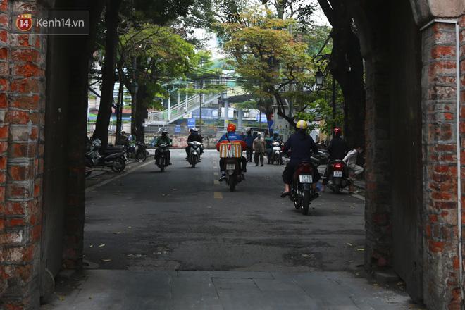 Ngắm nhịp sống trầm lặng trên những con phố siêu ngắn ở Hà Nội mùa dịch Covid -19 - ảnh 8