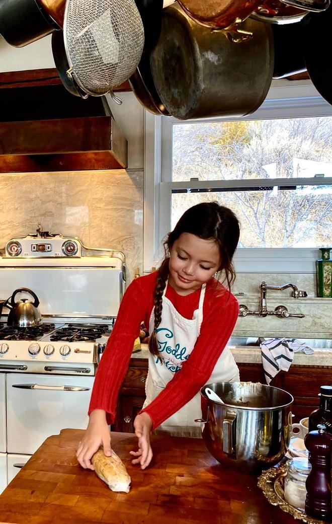 Diva Hồng Nhung khoe ảnh 2 nhóc tỳ mừng sinh nhật 8 tuổi: Công chúa nhỏ chiếm trọn spotlight vì nét đẹp đầy tiềm năng - ảnh 4