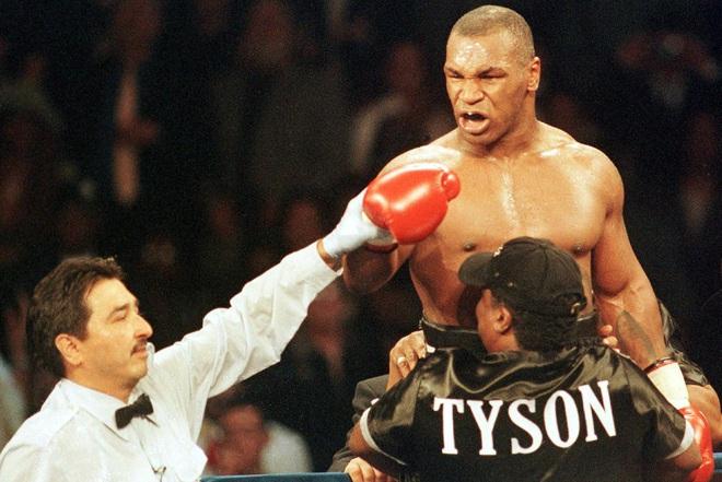 Sức mạnh kinh hoàng ở tuổi 34 của huyền thoại Mike Tyson, cơn ác mộng khiến đối thủ nằng nặc xin thua bất chấp cơn thịnh nộ của khán giả - ảnh 1