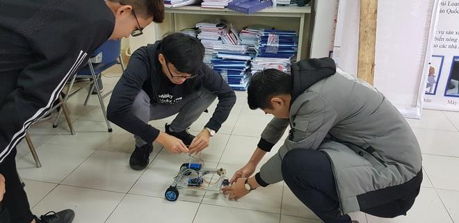 Nhóm nam sinh Bách khoa hú hét khi hoàn thành robot trong 6 ngày: Cảm giác hết môn hạnh phúc thế này đây! - ảnh 3