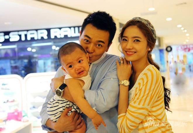 """9 cặp đôi Kbiz từ friendzone mà thành: Jeon Ji Hyun và chồng CEO là thanh mai trúc mã, ca sĩ """"Hậu duệ mặt trời"""" có cái kết đẹp - Ảnh 10."""