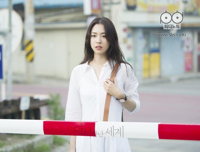 Sự nghiệp đầy tranh cãi của Lee Yeon Hee - mỹ nhân hạnh phúc nhất SM vừa lên xe hoa - ảnh 10