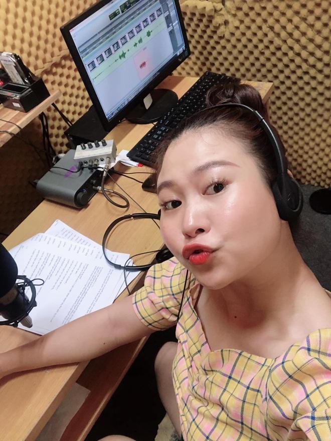 Vén màn công việc lồng tiếng phim cùng cô nàng gây bão TikTok Trang Nguyễn: Người đảm nhiệm thu âm series đình đám Diên Hi Công Lược - Ảnh 1.