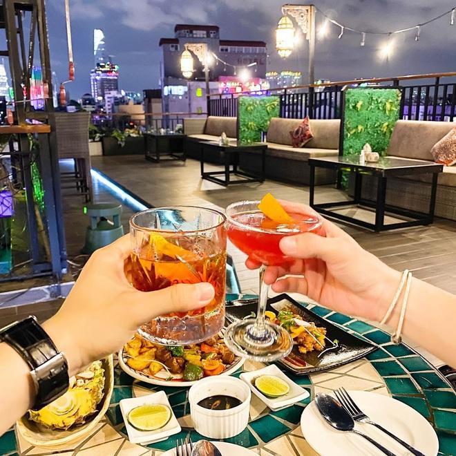 """""""Vương quốc"""" cà phê của Sài Gòn lại xuất hiện thêm 3 quán mới toanh với phong cách hoàn toàn khác biệt, hậu cách ly lại có chỗ sống ảo rồi! - Ảnh 12."""
